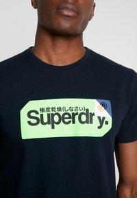 Superdry - CORE LOGO TAG TEE - T-shirt imprimé - eclipse navy - 4