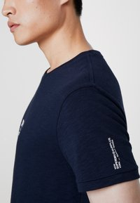 Superdry - SURPLUS GOODS CLASSIC GRAPHIC TEE - T-shirt print - rich navy - 3