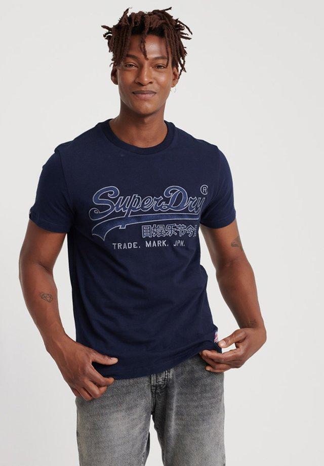 DOWNHILL RACER  - T-shirt print - navy blue