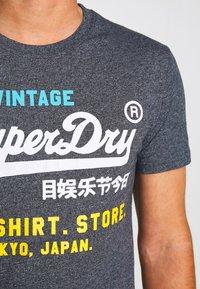 Superdry - SHOP TRI TEE - T-shirt print - classic blue feeder - 4