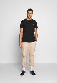 Superdry - VINTAGE CREW - T-shirt basic - black - 1