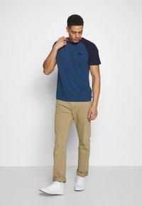 Superdry - OL CLASSIC SS BASEBALL TEE - Camiseta estampada - rich blue - 1