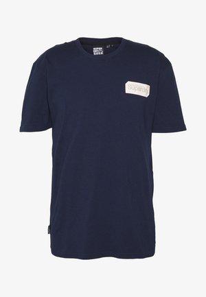 CORE LOGO BLACK OUT TEE - T-shirt imprimé - rich navy