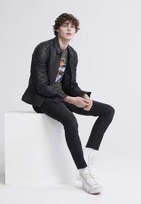 Superdry - T-shirt imprimé - washed black - 3