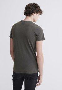 Superdry - T-shirt imprimé - washed black - 2