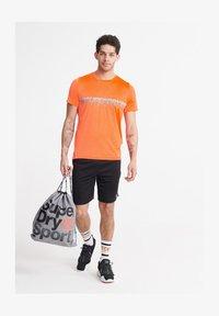 Superdry - SUPERDRY TRAINING LIGHTWEIGHT T-SHIRT - Print T-shirt - bright havana orange - 3