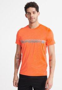 Superdry - SUPERDRY TRAINING LIGHTWEIGHT T-SHIRT - Print T-shirt - bright havana orange - 1