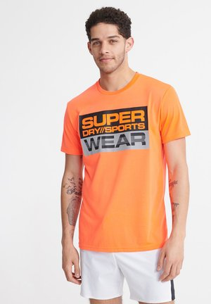 SUPERDRY STREETSPORT GRAPHIC T-SHIRT - T-shirt z nadrukiem - bright havana orange