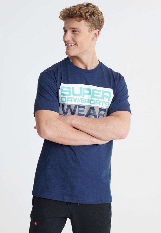 SUPERDRY STREETSPORT GRAPHIC T-SHIRT - T-shirt imprimé - beechwater blue