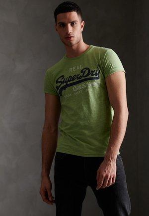 GOODS TEE - T-shirt print - shamrock green grindle