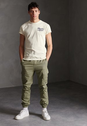 SUPERDRY WORKWEAR UNIFORM T-SHIRT - T-shirt z nadrukiem - turtledove
