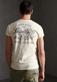 Superdry - SUPERDRY WORKWEAR UNIFORM T-SHIRT - T-shirt con stampa - turtledove - 1