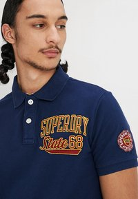 Superdry - CLASSIC SUPERSTATE  - Polo shirt - sport navy - 3