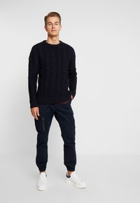 Superdry - JACOB CREW - Strickpullover - downhill navy - 1
