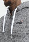 Superdry - LABEL ZIPHOOD - Sweatjacke - flint grey grit