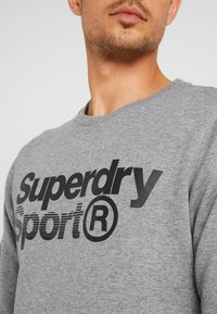 Superdry - CORE SPORT CREW - Bluza - grey marl - 4