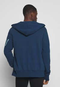 Superdry - CORE SPLIT LOGO ZIP HOOD - Zip-up hoodie - pilot mid blue - 2
