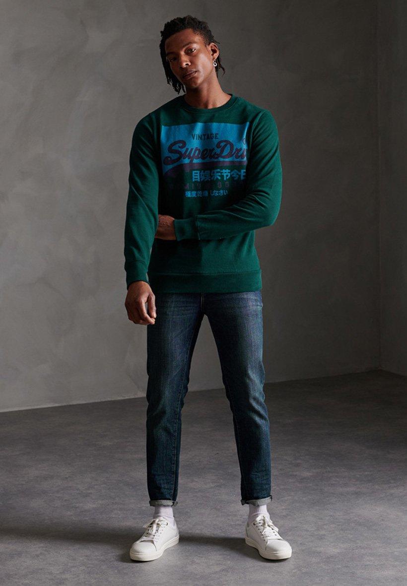 Superdry SUPERDRY ORGANIC COTTON VINTAGE LOGO CREW SWEATSHIRT - Sweatshirt - pine green