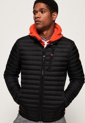 CORE - Gewatteerde jas - black