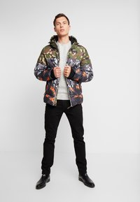 Superdry - CAMO MIX SPORTS PUFFER - Vinterjacka - black camo - 1