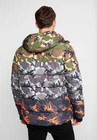 Superdry - CAMO MIX SPORTS PUFFER - Vinterjacka - black camo - 2