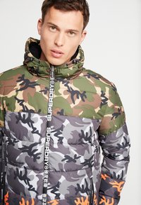 Superdry - CAMO MIX SPORTS PUFFER - Vinterjacka - black camo - 5