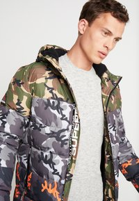 Superdry - CAMO MIX SPORTS PUFFER - Vinterjacka - black camo - 3