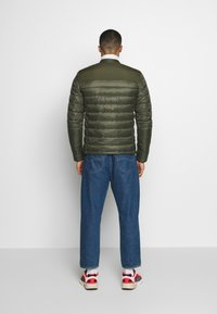 Superdry - COMMUTER QUILTED BIKER - Lehká bunda - army khaki - 2