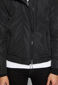 Superdry - ARTIC WINDCHEATER - Chaqueta de entretiempo - black - 4