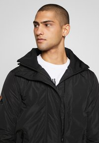 Superdry - ARTIC WINDCHEATER - Chaqueta de entretiempo - black - 6