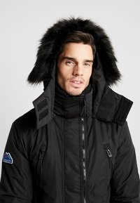 Superdry - HOODED ATTACKER - Light jacket - black - 3