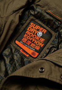 Superdry - MIT TARNMUSTER - Summer jacket - green - 4