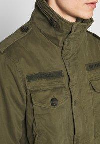Superdry - ROOKIE FIELD JACKET - Summer jacket - ivy green - 5