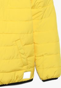Superdry - REVERSIBLE FUJI - Chaqueta de invierno - olive/yellow - 3