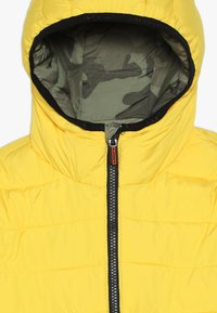 Superdry - REVERSIBLE FUJI - Chaqueta de invierno - olive/yellow - 5