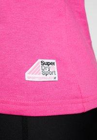 Superdry - HAZARD SPORT TEE - Triko spotiskem - fluro pink - 6