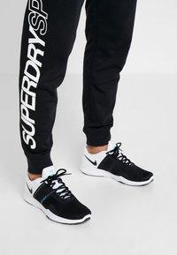 Superdry - CORE SPORT JOGGERS - Pantaloni sportivi - black - 4