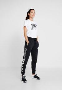 Superdry - CORE SPORT JOGGERS - Pantaloni sportivi - black - 1