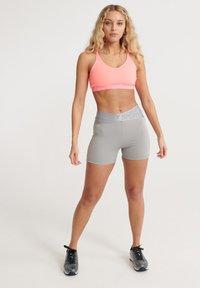 Superdry - SUPERDRY TRAINING CROSS SHORTS - Sports shorts - dove grey - 0