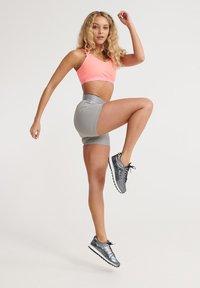 Superdry - SUPERDRY TRAINING CROSS SHORTS - Sports shorts - dove grey - 1