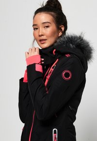 Superdry - ULTIMATE SNOW ACTION - Kurtka narciarska - black - 3