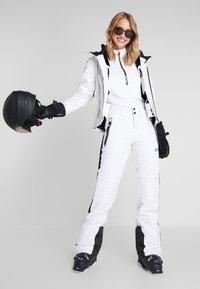 Superdry - SKI CARVE JACKET - Ski jas - arctic white - 1