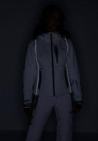 Superdry - SKI CARVE JACKET - Ski jas - arctic white - 9