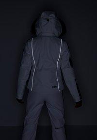 Superdry - SKI CARVE JACKET - Ski jas - arctic white - 10