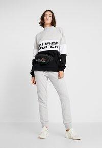 Superdry - SPORT PUSHER CREW - Sweatshirt - black - 1
