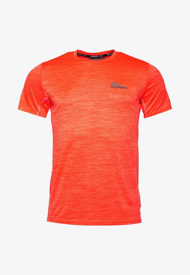 MIT KURZEN ÄRMELN - T-shirt basique - orange