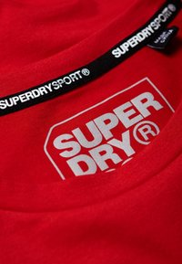 Superdry - CORE - Print T-shirt - red - 4