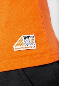 Superdry - HAZARD SPORT TEE - T-shirt print - orange - 5
