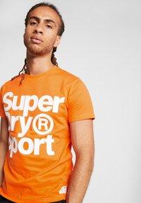 Superdry - HAZARD SPORT TEE - T-shirt print - orange - 3