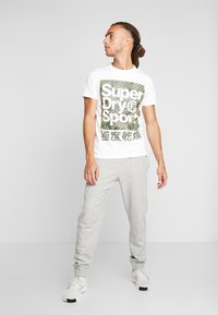 Superdry - HAZARD BOX TEE - Print T-shirt - white - 1